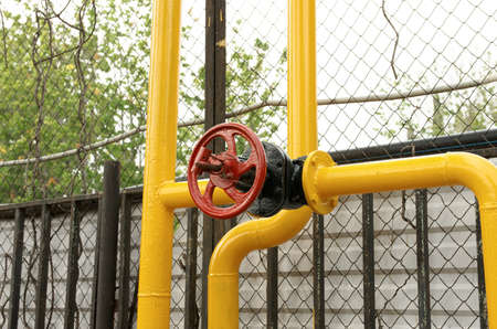 yellow line: Red valve on jointing of the pipeline.