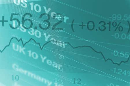 Macrofoto van handelsterminal op PC-monitor. Financiële gegevens op pc-scherm. Meerdere belichtingen.