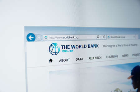 banco mundial: Saransk, Russia - Circa, 2015: A computer screen shows details of World Bank Group main page on its web site Editorial