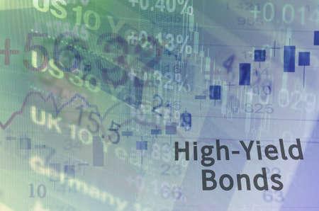 Iscrizione-High Yield Bonds sullo schermo del PC. schermo di Close-up del computer con i dati finanziari. Multipla esposizione fotografica.