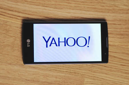 yahoo: SARANSK, RUSSIA - March 23, 2016: Photo of LG Smartphone with Yahoo logotype on the screen. Selective focus.
