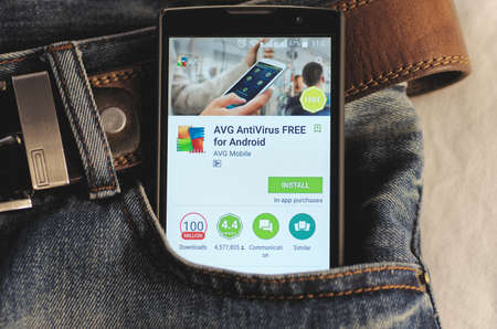 SARANSK, RUSSIA - CIRCA 2016: Photo of Smartphone in a jeans pocket with AVG Antivirus application in a Google Play Store on the screen. 免版税图像 - 71113416