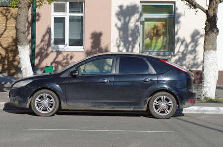 SARANSK, RUSLAND - MEI 07, 2017: Tweede generatie Ford Focus geparkeerd op stadsstraat. Redactioneel