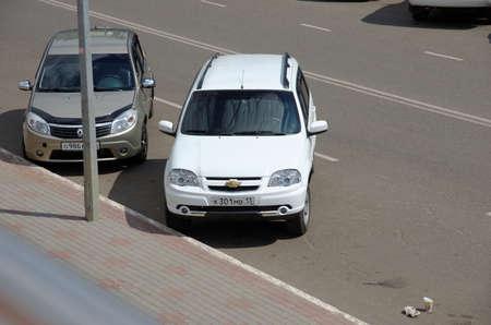 サランスク、ロシア - 2017 年 7 月 17 日: シボレー Niva は路上駐車。 写真素材 - 82535717