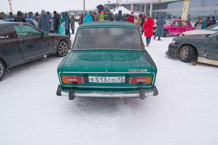 Saransk, Russia - February 13, 2021: The old soviet sedan VAZ-2106 Zhiguli on the parking near Mordovia Arena stadium. Redactioneel