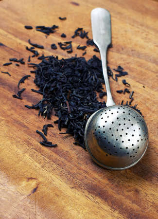 strainer: strainer with tea.
