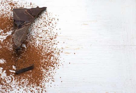 チョコレートの原料: カカオとココア パウダー。 写真素材