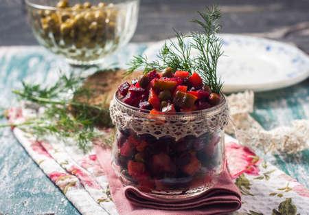 Vinaigrette, traditionele Russische vegan salade. selectieve aandacht
