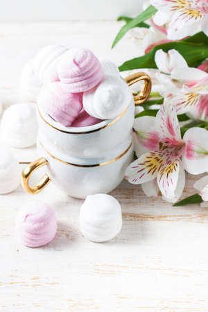 marshmellow: Delicious white and pink marshmallows in cup. Selective focus Stock Photo