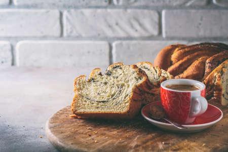 Homemade poppy seed braided bread . Wreath. National pastries. Babka. Standard-Bild