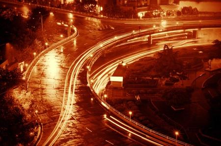 light trail: hermoso sendero de luz en la transitada autopista