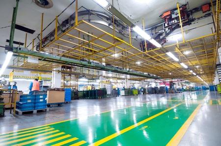 floor machine: La producci�n de planta de autom�viles de motor Editorial