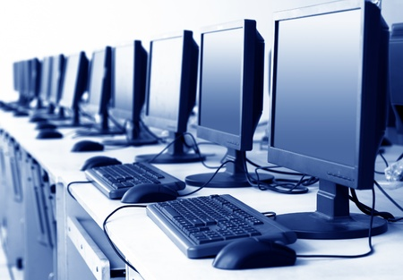 Computer Lab,Neatly placed rows of computer. Stock Photo - 13103196
