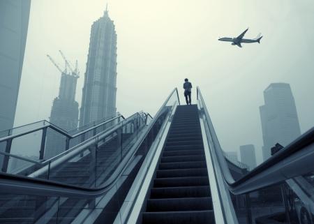 Rolltreppe von Shanghai Straßen, Wolkenkratzer Gebäude.