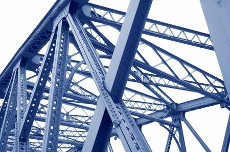 Ondersteuning boven de brug, stalen structuur close-up