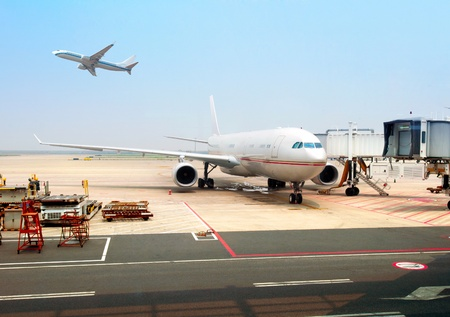 subdued: Shanghai Pudong International Airport, and overhaul of aircraft.