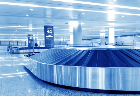 claim: Single suitcase alone on airport carousel