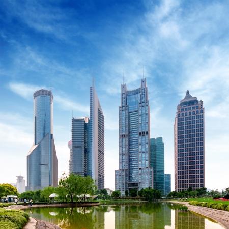 das moderne Gebäude des Lujiazui Finanzzentrum in Shanghai, China.