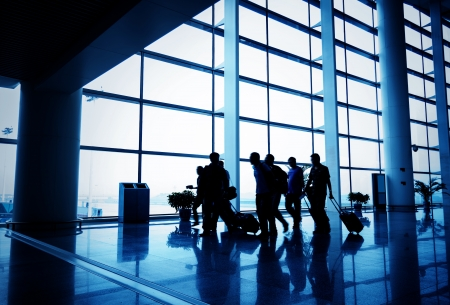Fluggast am Flughafen, Bewegungsunschärfe Editorial