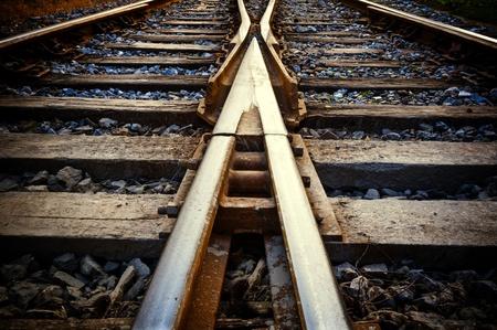 cruce de caminos: Ferrocarril en niebla en la estación, paisaje al aire libre