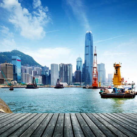 Hong Kong business center met een heldere blauwe hemel Stockfoto