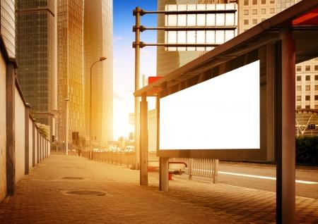 Werbekunden Ad-Kopie Proben auf einem Bushäuschen platzieren Standard-Bild