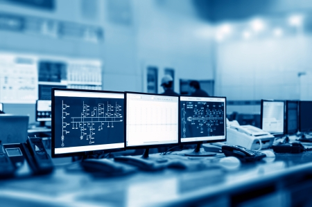 近代的な工場のコントロール ルーム、コンピューター モニター 写真素材