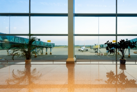 airport lounge: Airport, A huge viewing glass facade with a passenger aircraft behind it