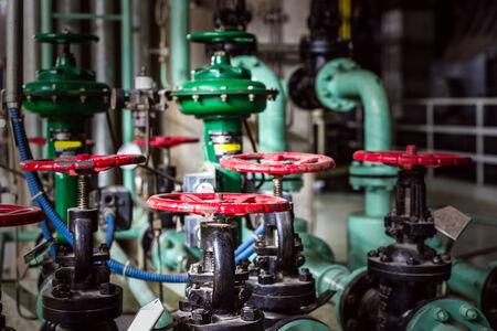 Válvulas de zona industrial, equipos de fábrica.