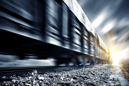 Een high-speed Goederentrein, motion blur. Stockfoto