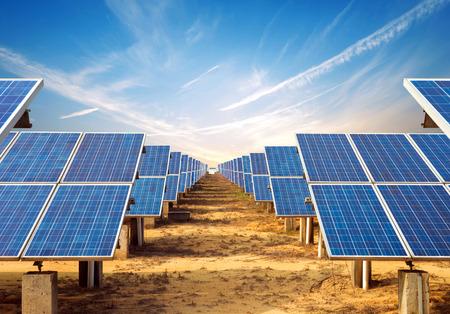 夕方にはときに、太陽電池パネル
