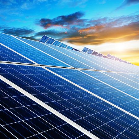 夜はときに、太陽電池パネル