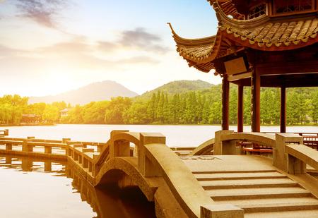 美しい西湖の夕景杭州、中国 写真素材