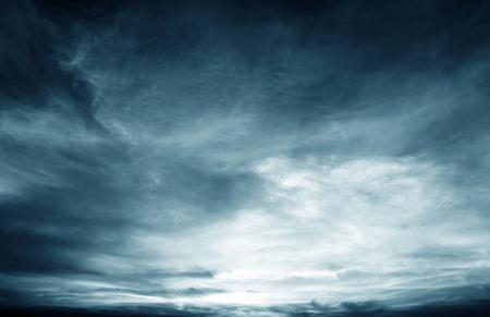 Achtergrond van donkere wolken voor een thunder-storm Stockfoto