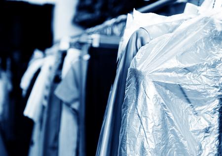 세탁, 헌옷의 선반에 매달려. 스톡 콘텐츠 - 32202987