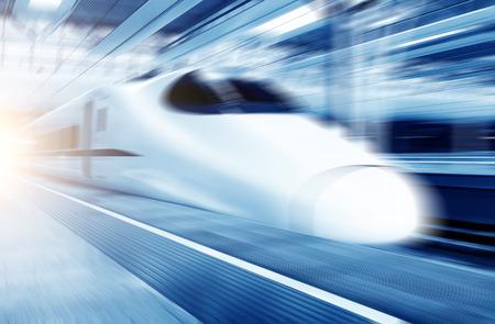 Snelle trein met motion blur. Stockfoto