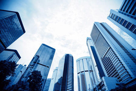 Afgezwakt beeld van moderne kantoorgebouwen in het centrum van Hong Kong. Stockfoto