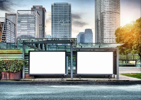De lege zijde van de weg stad billboards Stockfoto