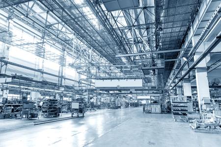 maquinaria: La producción de planta de automóviles de motor Editorial