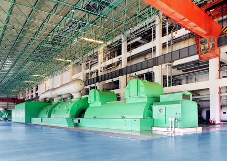turbina de vapor: Centrales térmicas, máquina de energía térmica a gran escala, tienda vacía.