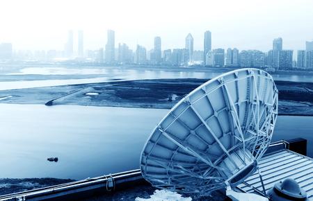 포물선 위성 접시 우주 기술 수신기의 사진 스톡 콘텐츠