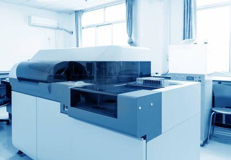 biomedical research: Hospital laboratories, automatic biochemical analyzer Stock Photo