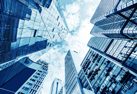 edificios: Imagen en tonos de modernos edificios de oficinas en el centro de Hong Kong.