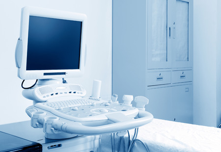 病院で超音波マシンと診察室の内部