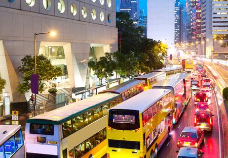 道路中央、Hong Kong 中国、夕方のピーク時のトラフィック ジャムします。 写真素材