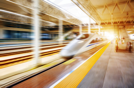 high speed train with motion blur Imagens