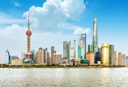 moderna silueta de la ciudad, Shanghai Pudong, China. Foto de archivo
