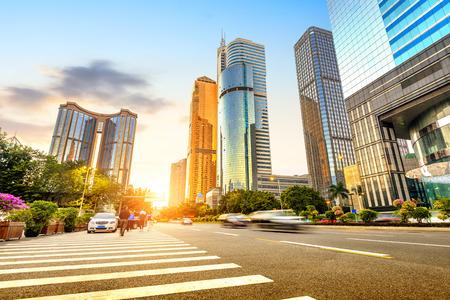 personas en la calle: Rascacielos centro de la ciudad de Guangzhou, China Foto de archivo