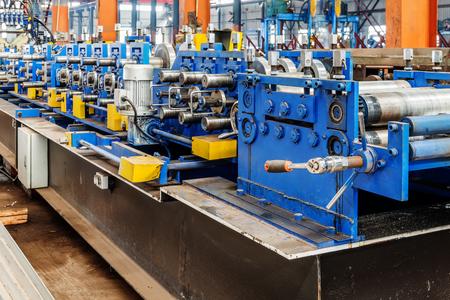 De acero línea de producción de la fábrica: un equipo de moldeo Foto de archivo
