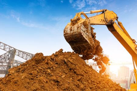 maquinaria pesada: Primer plano de una excavadora de emplazamiento de la obra